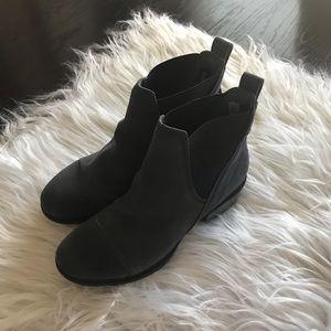 Timberland grey suede booties